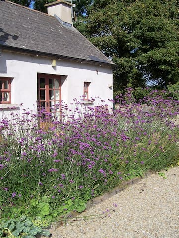 Charming courtyard cottage, south Co Carlow - Borris - Sommerhus/hytte