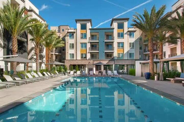 Luxury living condo 2BD 2BA Close to Disney 5min