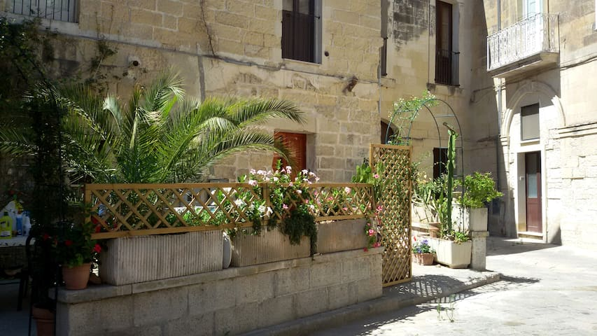 Studio flat with terrasse in the old city centre