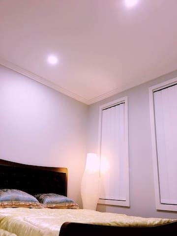 【可接送机】brandnew homey privite room全新别墅单间交通方便 - Toongabbie - Casa