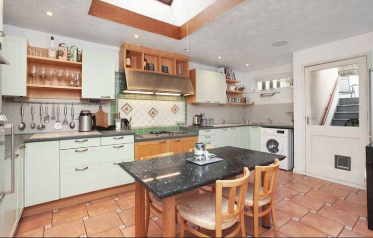 Elegant Exmouth home for that special break
