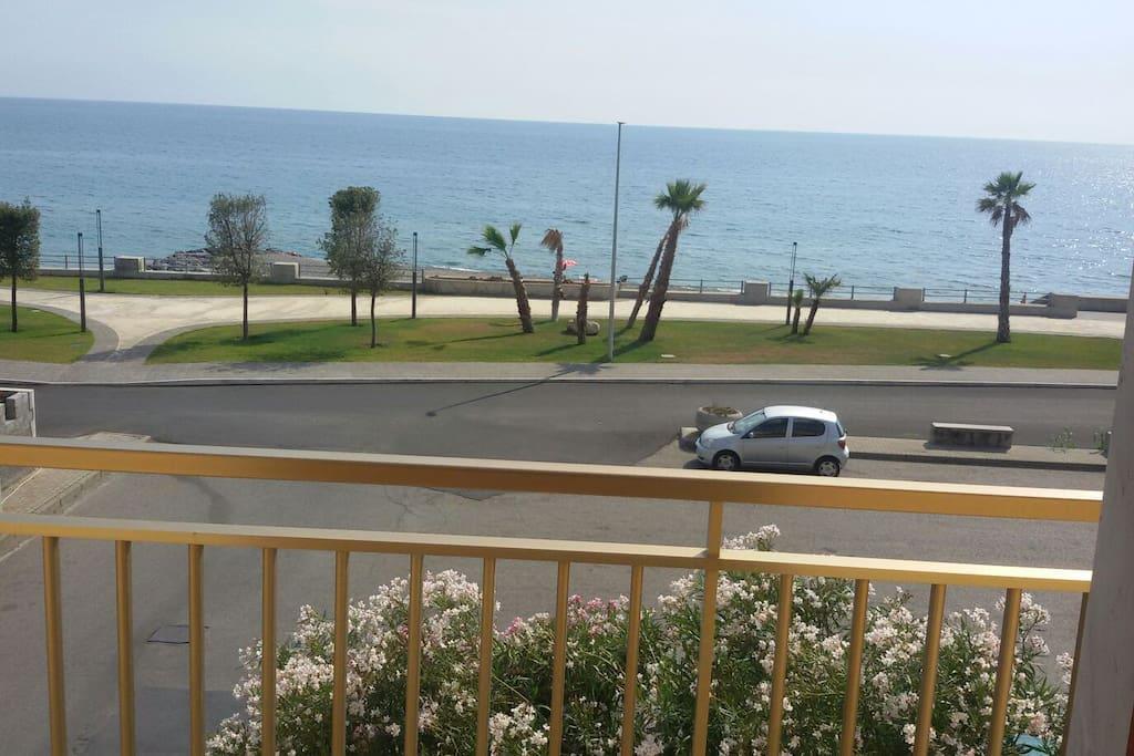 Veduta del mare e lungomare