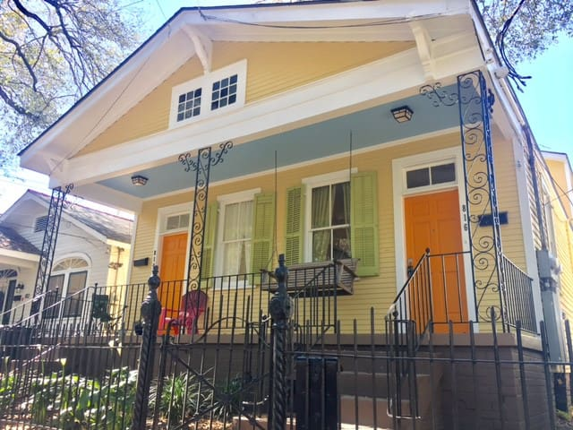 Uptown double near shopping, restaurants and bars!