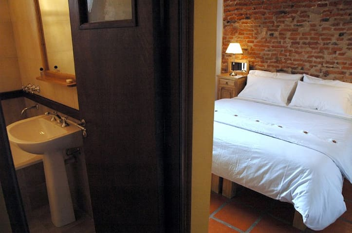Private Room, In-suite Bathroom in Guest House - Buenos Aires - Guesthouse