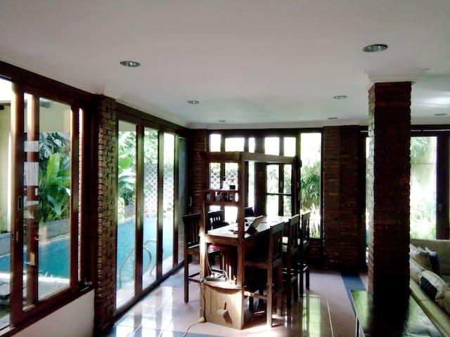 Spacious, cozy & complete house w. pool - Pejaten - Pasar Minggu - House
