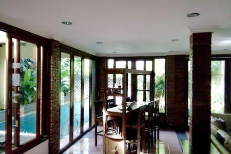 Spacious, cozy & complete house w. pool - Pejaten - Pasar Minggu - Casa