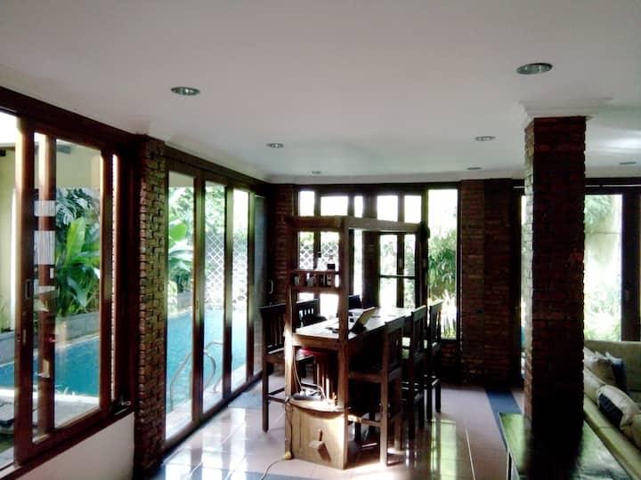 Spacious, cozy & complete house w. pool - Pejaten