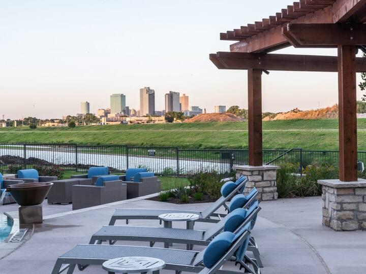 Stylish Apt NearDowntown | Ideal for Long Stays! C