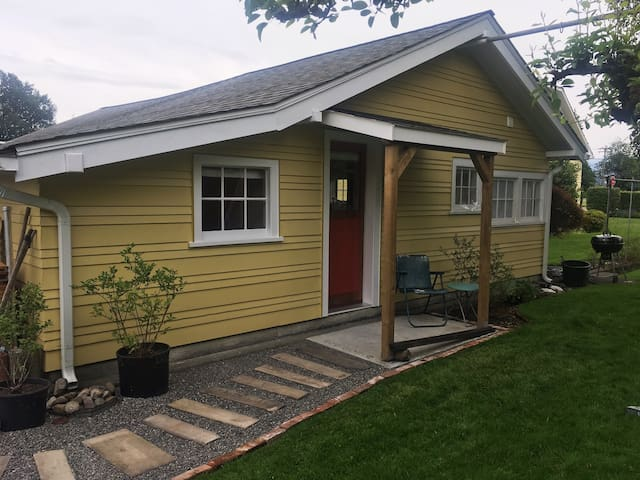 Backyard Bungalow in Enumclaw