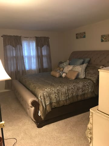King size bed (private room)