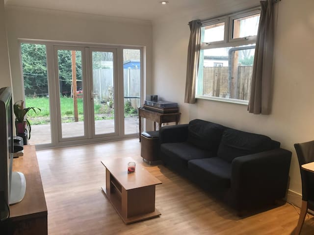 Double room w/ Double Bed close to London Central - London - Hus