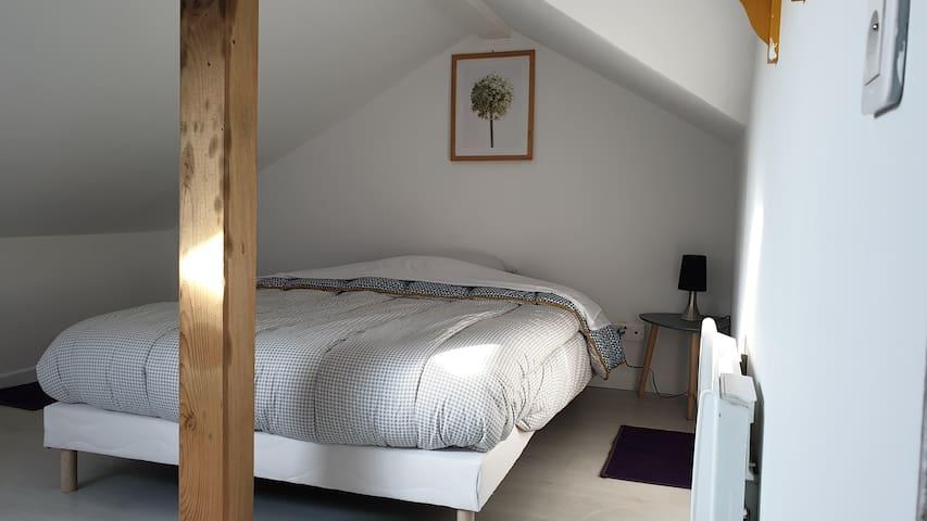 Petite chambre mansardes basses