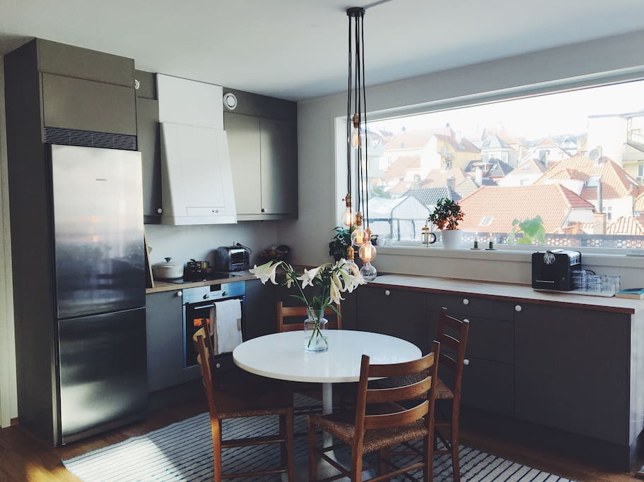 Bright modern and fully eqipped kitchen
