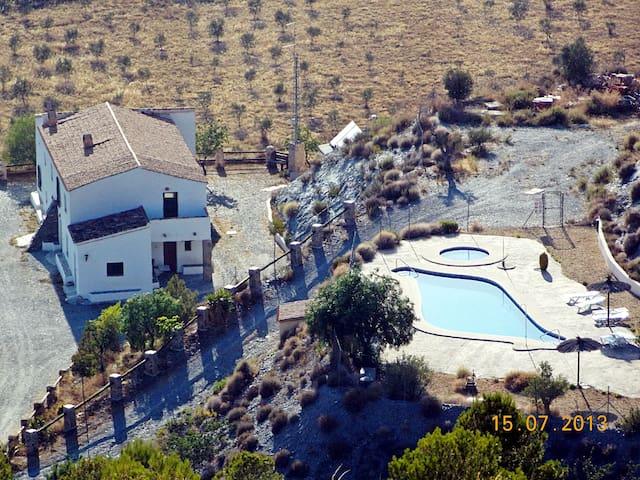 Casa Rural Leontino, baño en cada dormitorio - Taberno - Talo