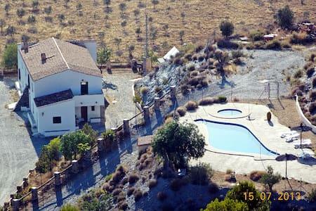 Casa Rural Leontino, baño en cada dormitorio - Taberno