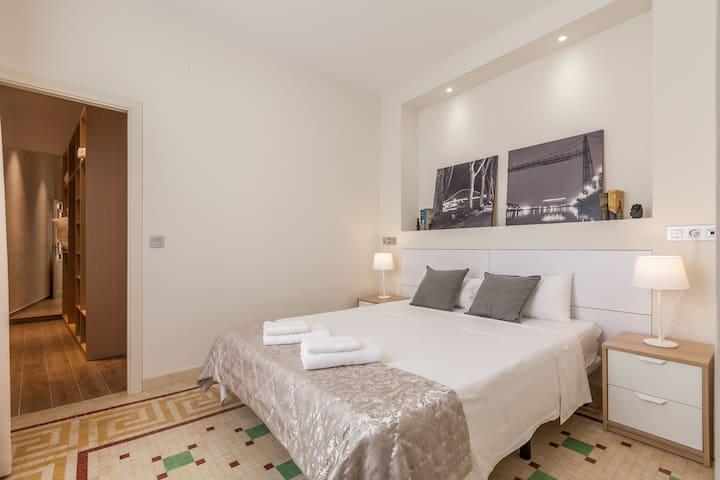 Queen size bed, 1,60x2 meters.