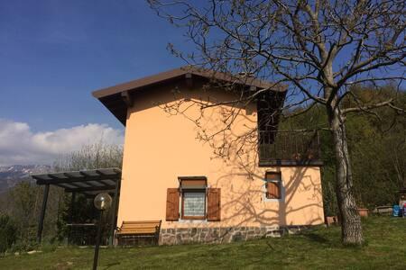 Accogliente casetta monteisola - Masse - Huis