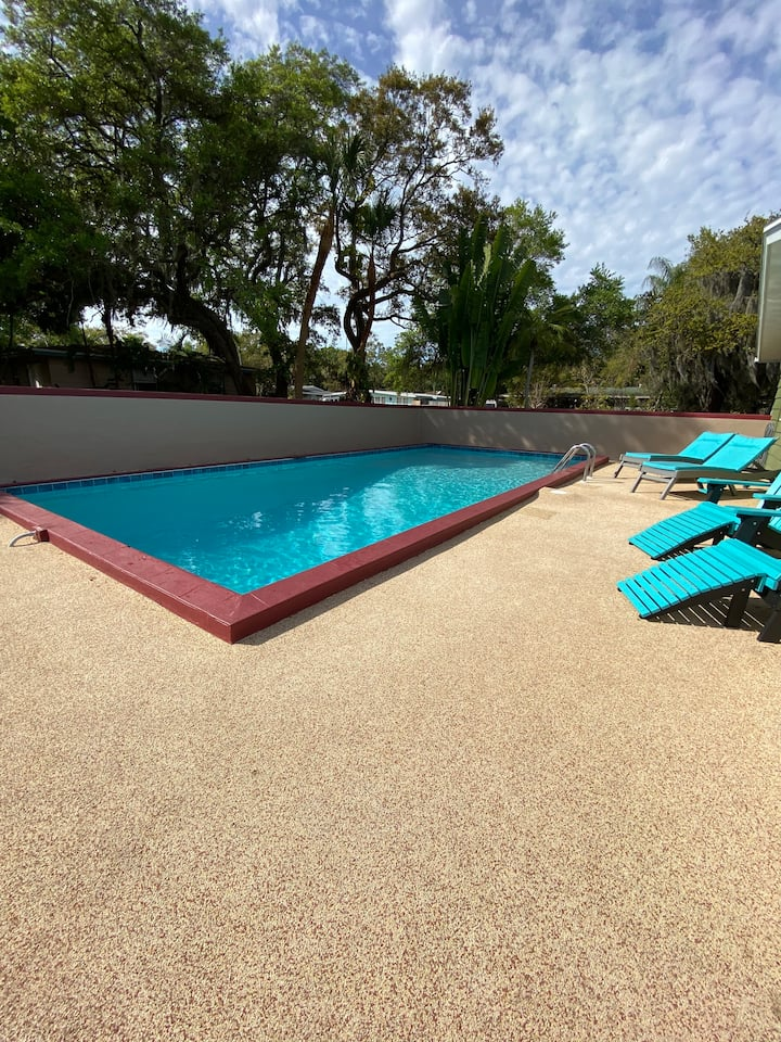 4bed/2bath Family Home with Private Pool