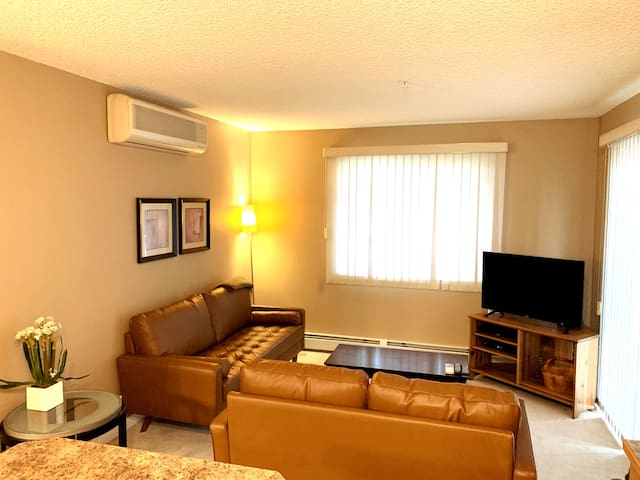 Quiet 2BR Condo close to WEM w/ A/C & U/G Parking