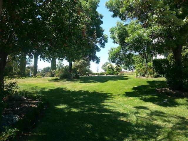 Retreat lawns