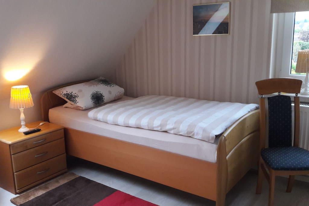 Einzelbett 100 x 200 cm