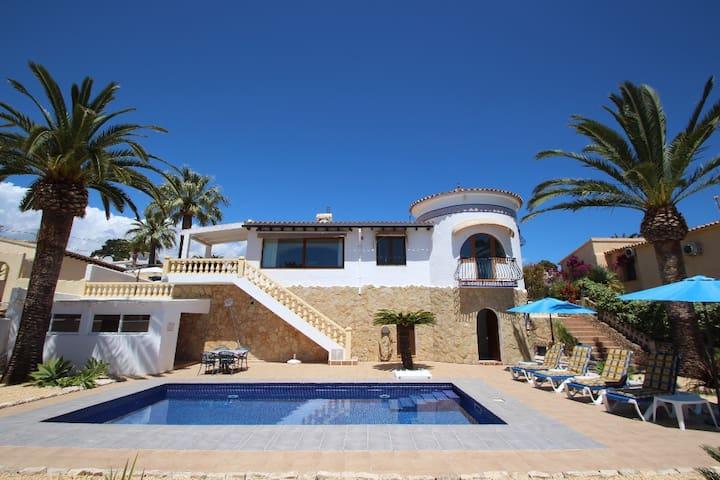 Golondrina - panoramic hillside holiday house in Moraira