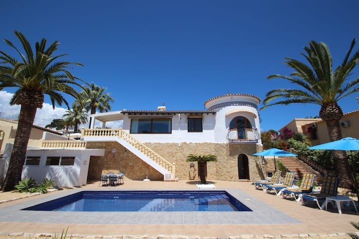 Golondrina - panoramic hillside holiday house in Moraira