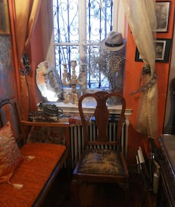 """Ήσυχο δωμάτιο στο αρχοντικό """"Καραμπέτση"""",1896 ! - Reihenhaus"""