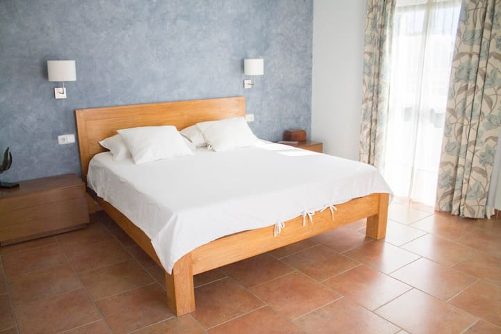 Habitación amplia en villa con piscina, BBQ - Sol de Mallorca - Villa
