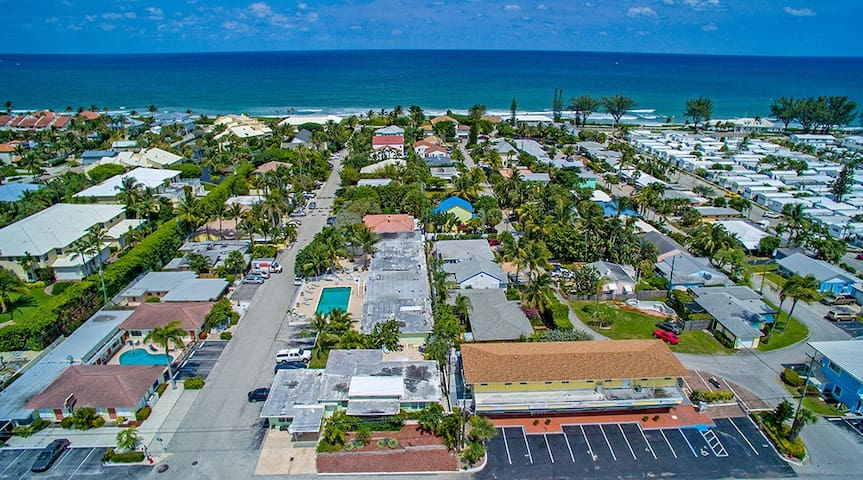 2 bedroom w large pool 600 ft from the beach