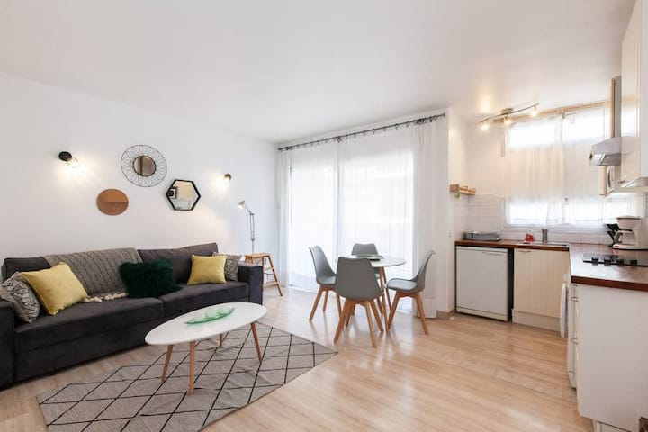 (002) Studio 100 meters from the beach with AC + Parking