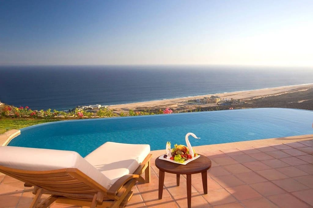 "<div style=""text-align: start;""><span style=""font-size: 16px; white-space: normal;""><b>3 Bedoom, 3.5 Bath Sleeps 10 Ocean View villa Baja California Sur, Mexico</b></span></div>"