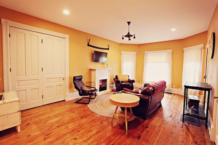 1 BR charming apartment in Clare