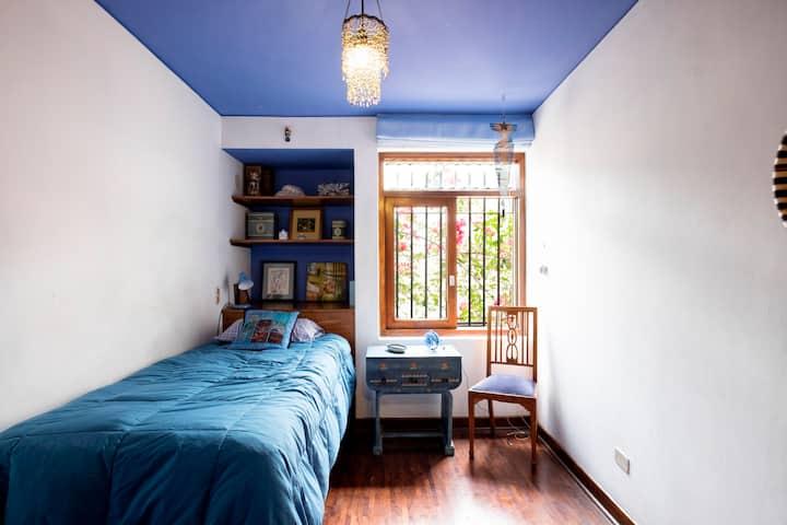 Room in El Olivar-San Isidro (azul)