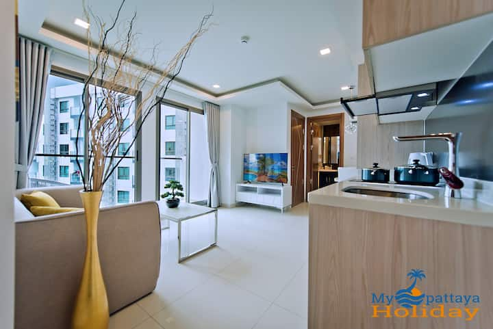 2 bedroom with balcony and city view
