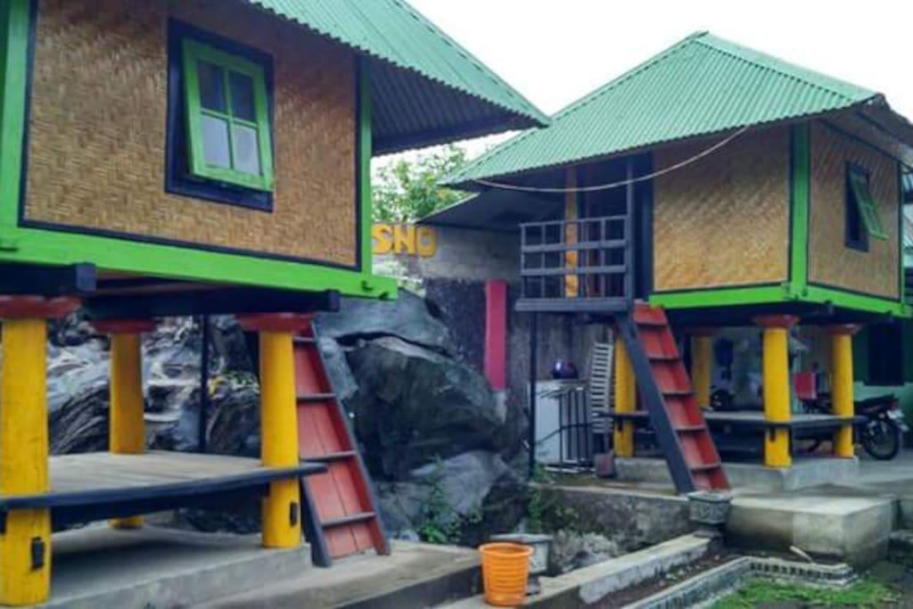 Dua bale geleng KHAS rumah masyarakat suku sasak yang nyaman untuk dijadikan tempat istirahat