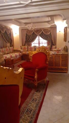 Belle villa au sein d'un quartier luxieux