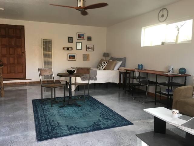 Stylishly rustic mod studio w kitchenette yard domy for Rustic home albuquerque