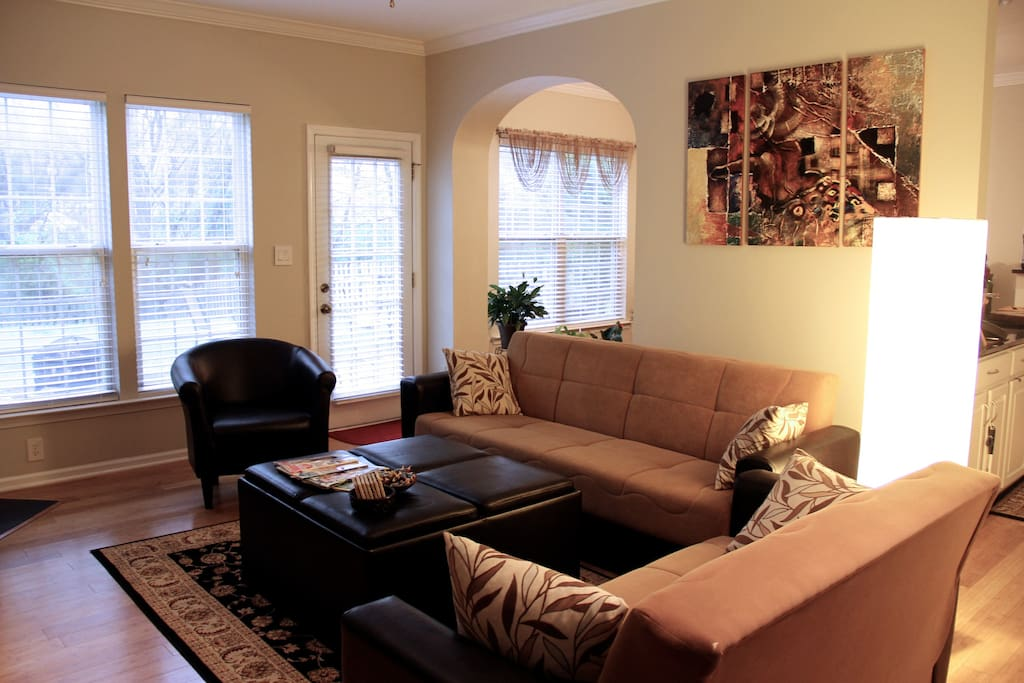 Living room with access to backyard, have coffee in the morning and enjoy nature!