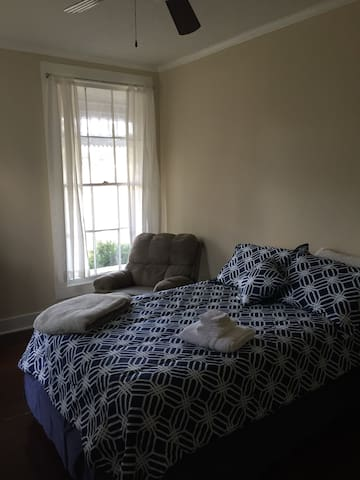 Private room in historic Lee Crawford House-Rm 4