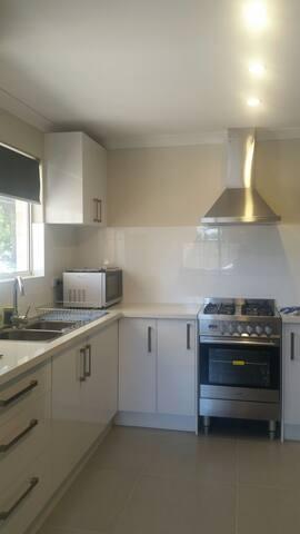 Clean, Quiet and cosy villa/unit - East Cannington - Villa