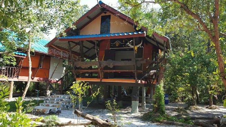 Bigboss Koh Chang Resort, Ranong, Thailand
