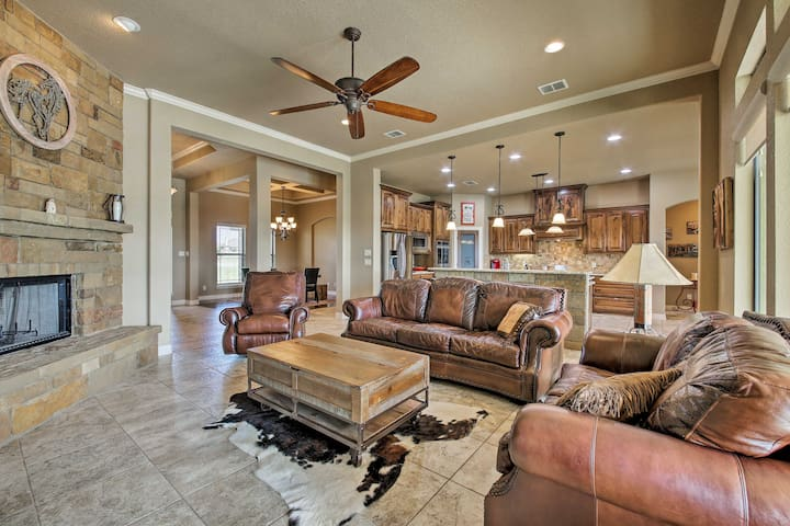 The home can easily accommodate 10 guests.