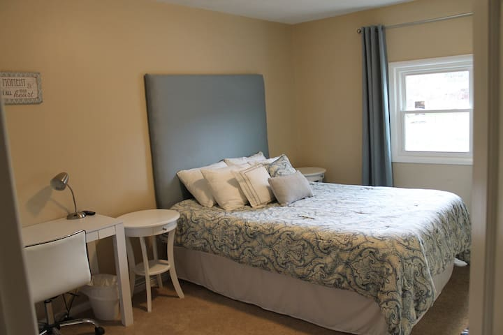 Private modern room and bath near Andrews U.