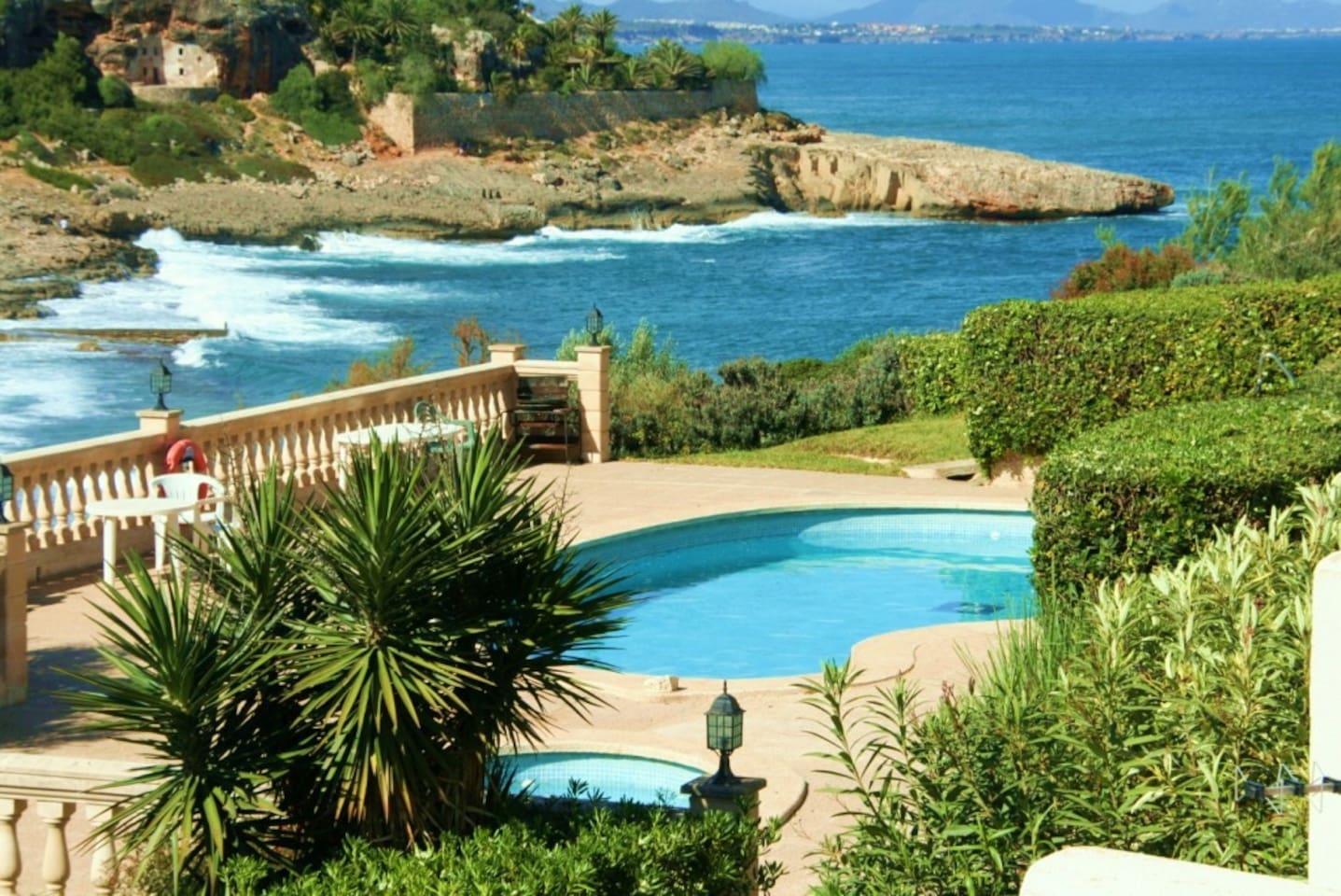 Vistas al mar y a la piscina comunitaria