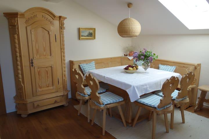 Einladende FeWo im Dachgeschoß - Rimsting - Apartamento