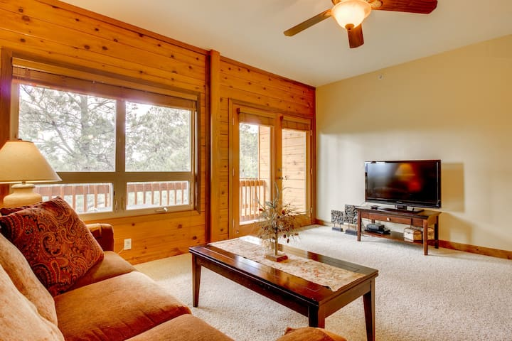 Dog-friendly condo w/ shared hot tub - near town and hot springs