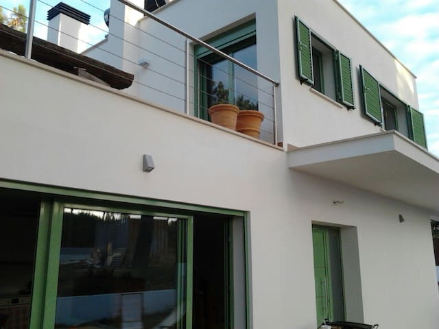 House is very luminous, with numerous windows. Electrical blinds on main doors and windows.