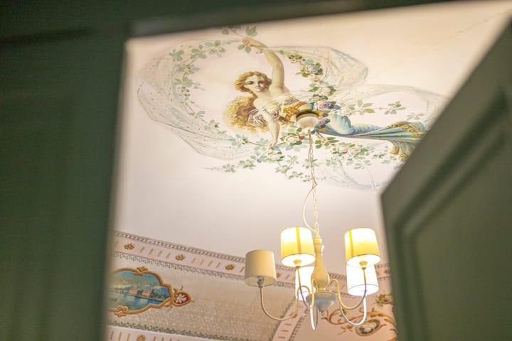 Astrea, elegant room in Palazzo Villelmi