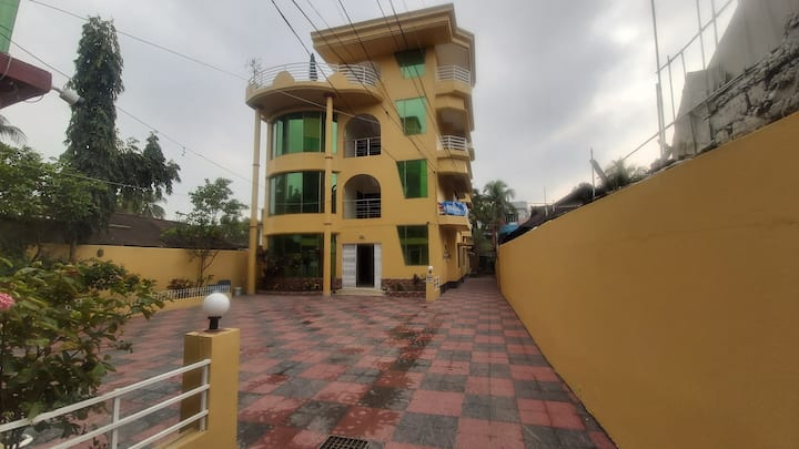 Neat & clean Comfy Bedroom to Stay in Sylhet Town